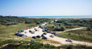 turisti-masini-plaja-vadu-corbu